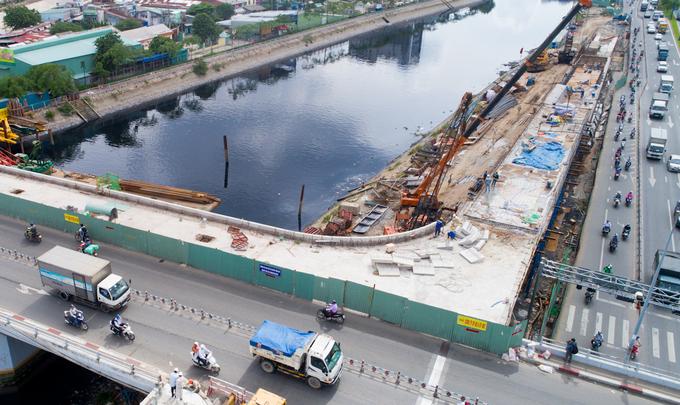 Nhánh cầu nối đại lộ hiện đại nhất TP HCM xong trước hai tháng - Ảnh minh hoạ 8