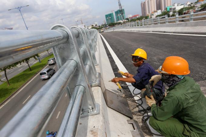 Nhánh cầu nối đại lộ hiện đại nhất TP HCM xong trước hai tháng - Ảnh minh hoạ 5