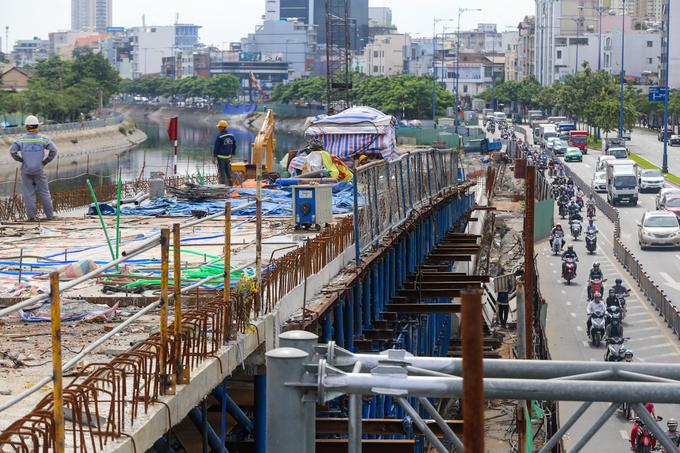 Nhánh cầu nối đại lộ hiện đại nhất TP HCM xong trước hai tháng - Ảnh minh hoạ 6