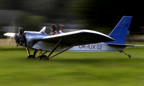Thợ cơ khí Czech tự chế tạo máy bay để đi làm
