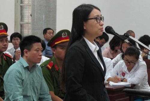 Đại án OceanBank: Cựu diễn viên Hồng Tứ nức nở trước tòa