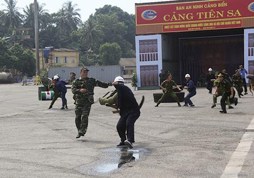 Diễn tập chống khủng bố cảng biển ở Đà Nẵng