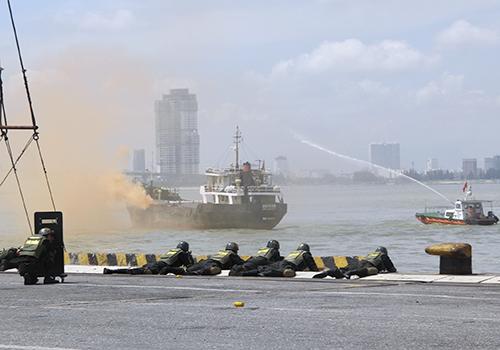 Diễn tập chống khủng bố cảng biển ở Đà Nẵng - Ảnh minh hoạ 3