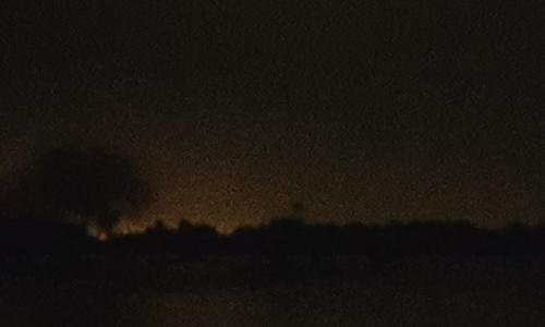 Quầng sáng xuất hiện sau khi có tiếng nổ vang lên ở nhà máy Arkema. Ảnh: KHOU.