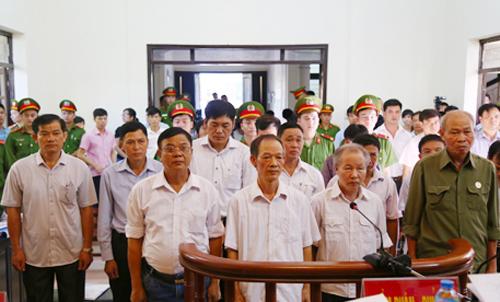 10-quan-chuc-xe-thit-dat-dong-tam-khong-nhan-toi-xin-giam-an