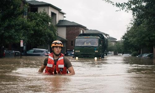 Thu dọn thi thể, nhiệm vụ ám ảnh sau bão Harvey