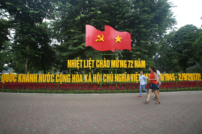 Hà Nội trang hoàng cờ hoa trước ngày Quốc khánh