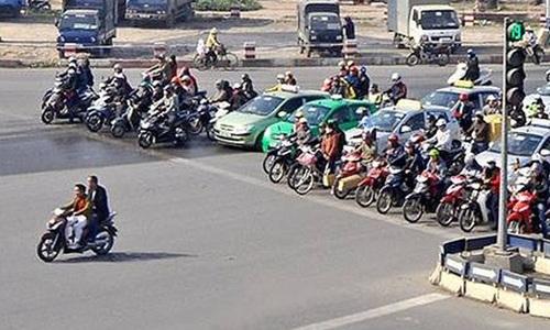 Kiểu đi xe ngược với thế giới của người Việt