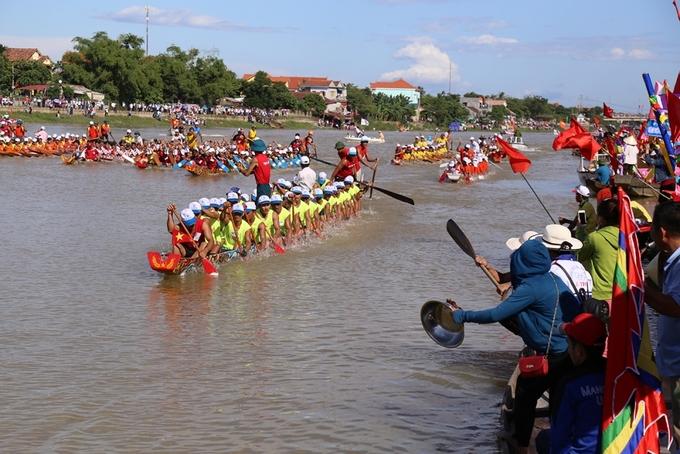 Cả nghìn người tham gia đua thuyền ở các tỉnh miền Trung - Ảnh minh hoạ 3