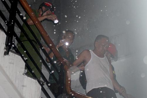 Ba người thoát khỏi căn nhà bốc cháy - Ảnh minh hoạ 2