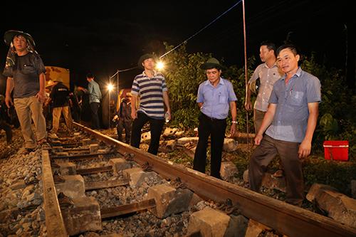 Đường sắt thông tuyến sau hơn nửa ngày gián đoạn - Ảnh minh hoạ 2