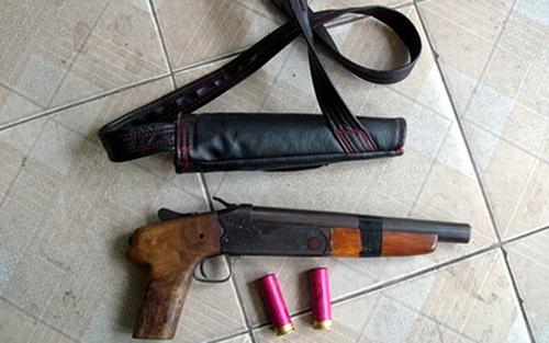 Nổ súng trong quán cà phê, hai người bị thương