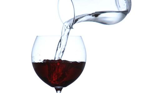 Bài toán rượu và nước kinh điển của nhà toán học Italy