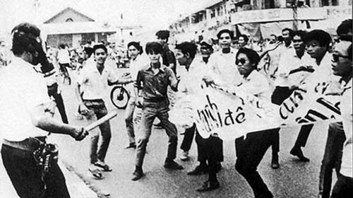 Một cuộc biểu tình của sinh viên Sài Gòn trước 1975. Ảnh tư liệu Đại học Văn khoa.