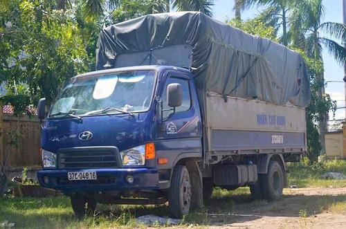 Vợ chồng tài xế sơn lại xe tải sau khi gây tai nạn
