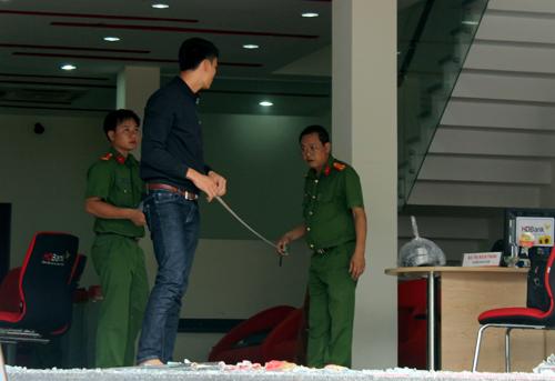 Kẻ cướp ngân hàng ở Đồng Nai nghi vứt xe trong rừng - Ảnh minh hoạ 2