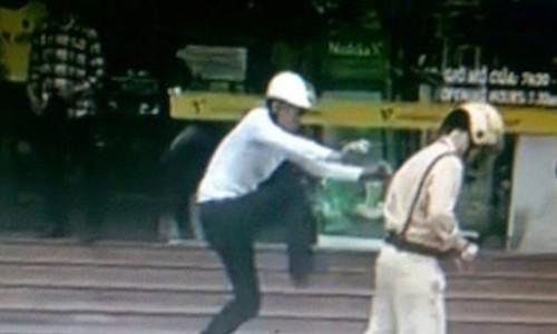 Đấm vào mặt cảnh sát cơ động khi bị kiểm tra hành chính