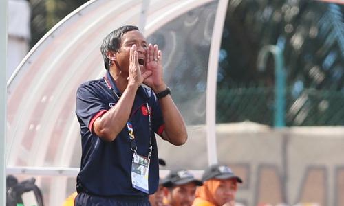 Thắng Campuchia 2-1: 'Cần tìm gấp huấn luyện viên ngoại cho tuyển Việt Nam'