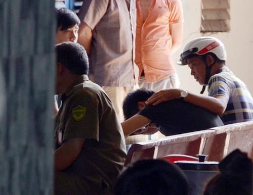 Nam thanh niên bắt bé trai, cố thủ ở Sài Gòn