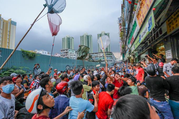 Ném hơn chục triệu đồng tiền lẻ cúng cô hồn ở Sài Gòn - Ảnh minh hoạ 6