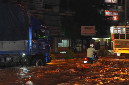 Quốc lộ 51 qua Đồng Nai ngập lút bánh xe sau mưa lớn - Ảnh minh hoạ 2