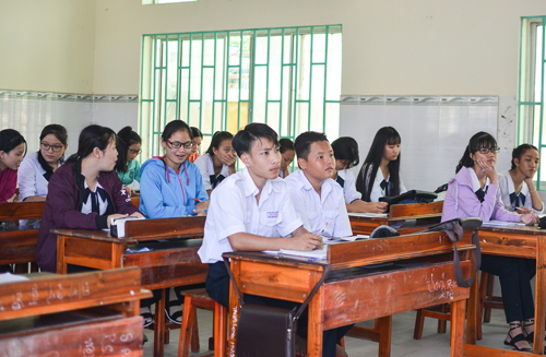 Học sinh trường THPT Cần Thạnh tại phân hiệu ở xã đảo Thạnh An trong năm học mới. Ảnh:Thảo Ly.