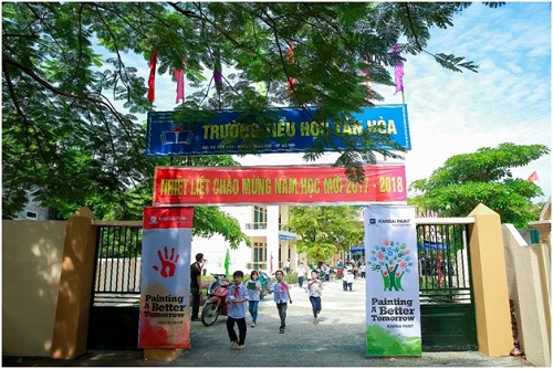 Sơn mới trường và trao tặng gần 3.000 vở cho học sinh Tân Hòa