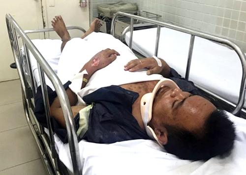 Một trong hai người bị thương đang được điều trị