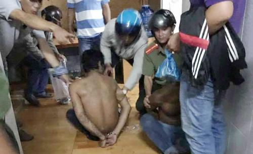 Một trong sáu nghi can bị bắt giữ khi lẫn trốn. Ảnh: Phú Quốc.