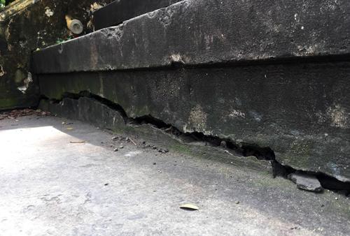 Chân cầu 125 tuổi ở Sài Gòn bị nứt
