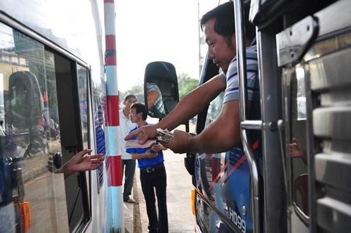 Tài xế dùng tiền lẻ mua vé, BOT tuyến tránh Biên Hòa xả trạm