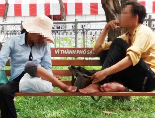 Đôi nam nữ sau khi tiêm ma tuý. Ảnh:Nguyễn Tuyết.