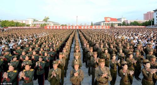 Một cuộc mít tinh của quân đội Triều Tiên. Ảnh: Reuters.