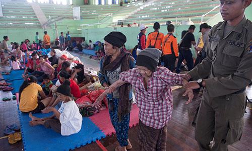 Hàng chục nghìn người Indonesia sơ tán vì sợ núi lửa phun trào