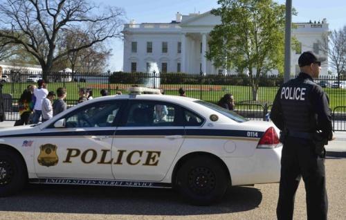 Lực lượng cảnh sát trước Nhà Trắng. Ảnh: Xinhua.
