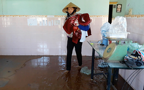 Hàng chục hộ dân tháo chạy vì vỡ bờ kênh ở Bà Rịa - Vũng Tàu