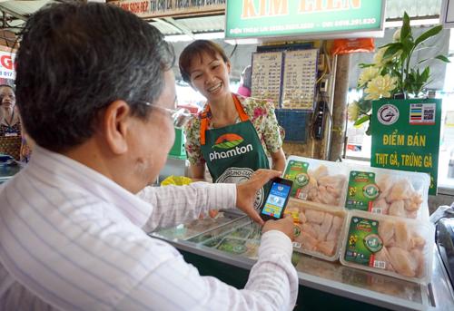 tp-hcm-tim-nguon-goc-thit-trung-ga-bang-smartphone