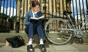 Oxford xin lỗi vì để lộ tên sinh viên nghèo nhận học bổng, còn ĐH Việt Nam?