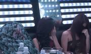 Nhiều đôi nam nữ đang phê ma túy khi cảnh sát đột kích quán karaoke