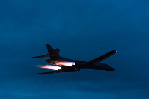 Máy bay ném bom B-1 trong đêm. Ảnh: