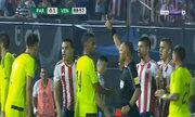 Hai cầu thủ bị đuổi sau khi đánh nhau trên sân