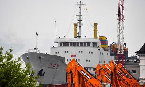 Phàn Man Gyong Bong của Triều Tiên tại cảng ở thành phố Vladivostok. Ảnh: Tass.