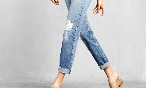 TP HCM có thể cấm cán bộ mặc quần jeans nơi công sở