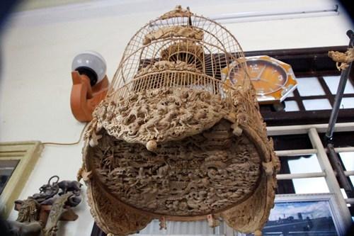 Lồng chim bằng tre giá hàng chục triệu đồng ở Huế