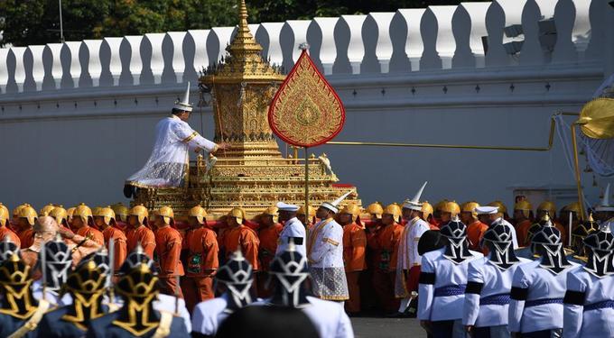 Một phần trong đoàn linh xa rước linh cữu của nhà vua. Ảnh: AFP.
