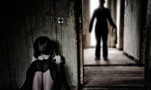 """Thiếu nữ ngất xỉu sau ba ngày """"mặn nồng"""" bên bạn trai"""