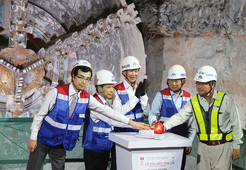 Hầm metro đầu tiên của Việt Nam về đích sớm một tháng: Chỉ có thể là nhà thầu Nhật