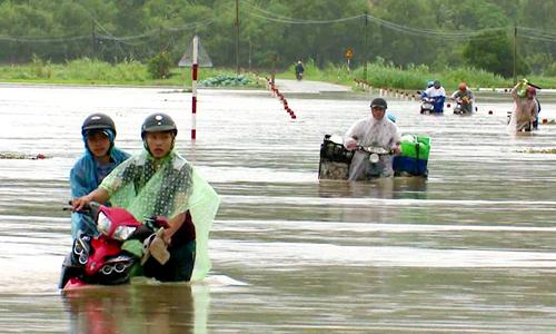 Nhiều tỉnh Nam Trung Bộ ngập sâu trong lũ