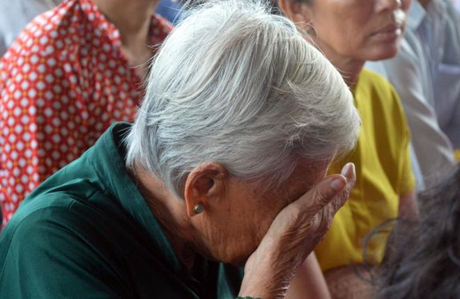Nhiều người bật khóc trong lễ tưởng niệm nạn nhân bão Linda
