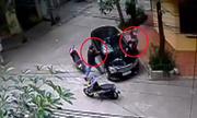 Mercedes thoát hiểm trong gang tấc trước 2 tên trộm gương